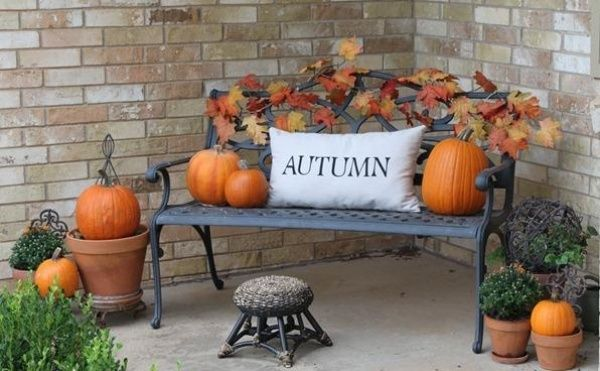 Herbst-Schmuck Außenbereich-Kissen Kürbisse Metallbank