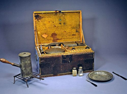 George Washingtons well-appointed personal camp chest, or mess kit, enabled him to dine in a manner reflecting his position as commander of the Continental Army.