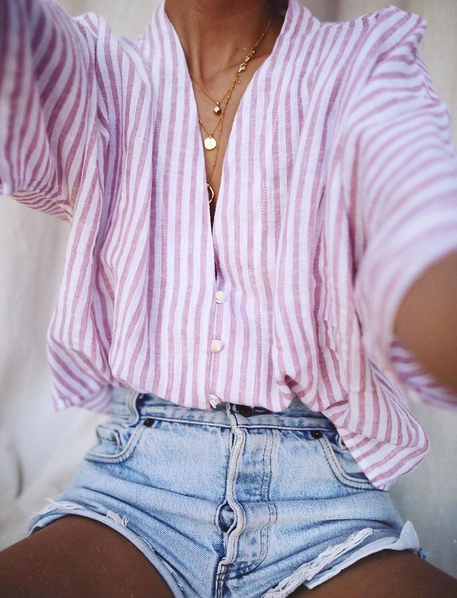 Blouse rayée + accumulation de fines chaînettes • Summer Style ❤️ curated by Babz™ ✿ιиѕριяαтισи❀ #abbigliamento