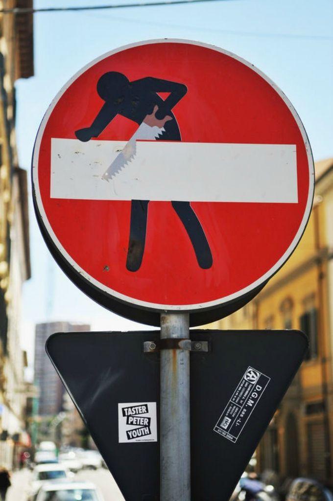 Прикольные фотографии знаков чуть проблематично