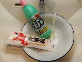 バスルームは黒カビが発生しやすい場所ですね。 季節を問わず、家の中で湿気が最も多い場所なので仕方がないのですが。 コマメにお掃除をしても黒カビが発生しやすく、市販のカビ除去剤などを使っても落ちないことがありますね。 こんな時、料理に使うあるもので黒カビが簡単に落ちるんです!