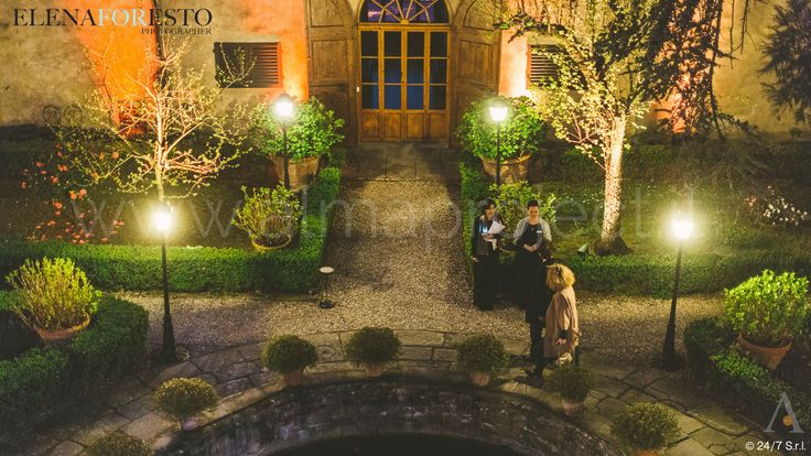 ALMA PROJECT 24/7 @ Villa Medicea di Lilliano - Brilliant 170329 - Courtyard Corte - Street Lamps - Amber Uplights - 433 #almaproject247 #streetlamps #villamediceadililliano #amberuplights #clsab #