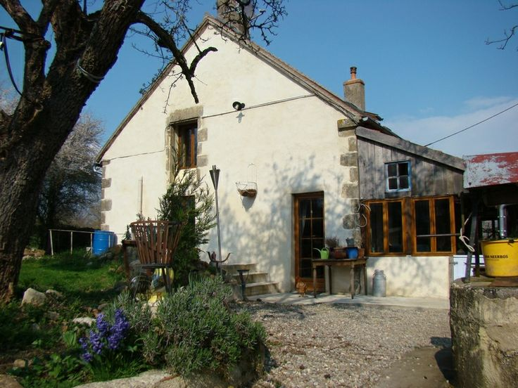 Farmhouse with 2 cottages and small campsite for sale. Maison + 2 gîtes + mini camping a vendre. #Alllier #immobilier #housedetectives. Te koop in midden Frankrijk