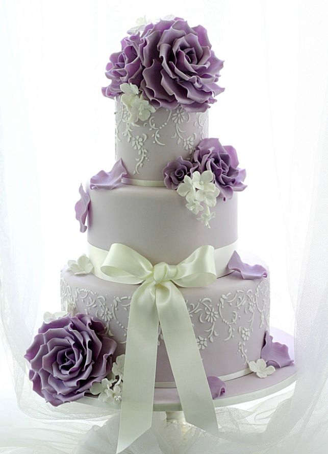 Lace on 2 tiers.  Oh So Pretty Wedding Cake inspiration - MODwedding