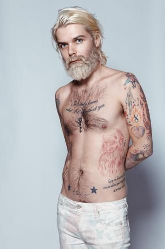 Oh Simon Neil...you and your tattoos and your dyed hair and your Scottish accent....gah.