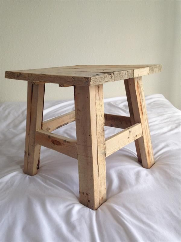 Reclaimed Pallet Wood Stool   Pallet Furniture DIY. 219 best Reclaimed Wood Furniture images on Pinterest