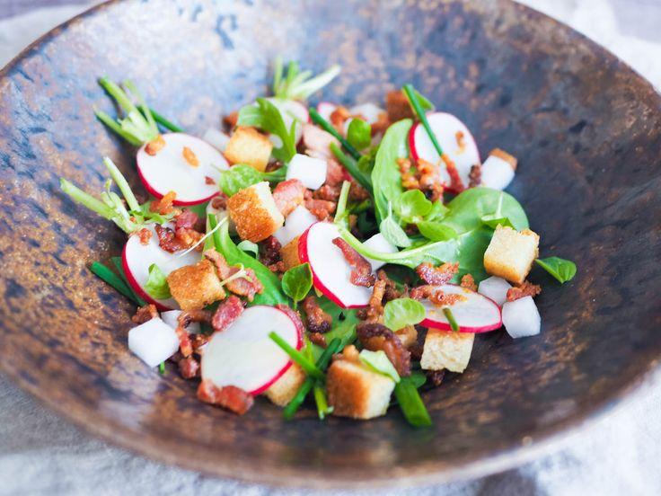 Ředkvičkový salát se slaninou a krutony | Oh My Chef