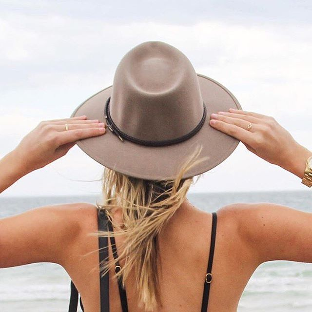 Keep covered this summer with an Akubra Traveller - this foldable hat is perfect to put in your bag for day trips out to the beach. Thanks for the photo @tashmatic & @zee_dee_85 #akubra #akubraofficial #madeinaustralia #familybusiness #fivegenerations #supportaustralians #imperialquality #furfelt #western #country #classic #fedora