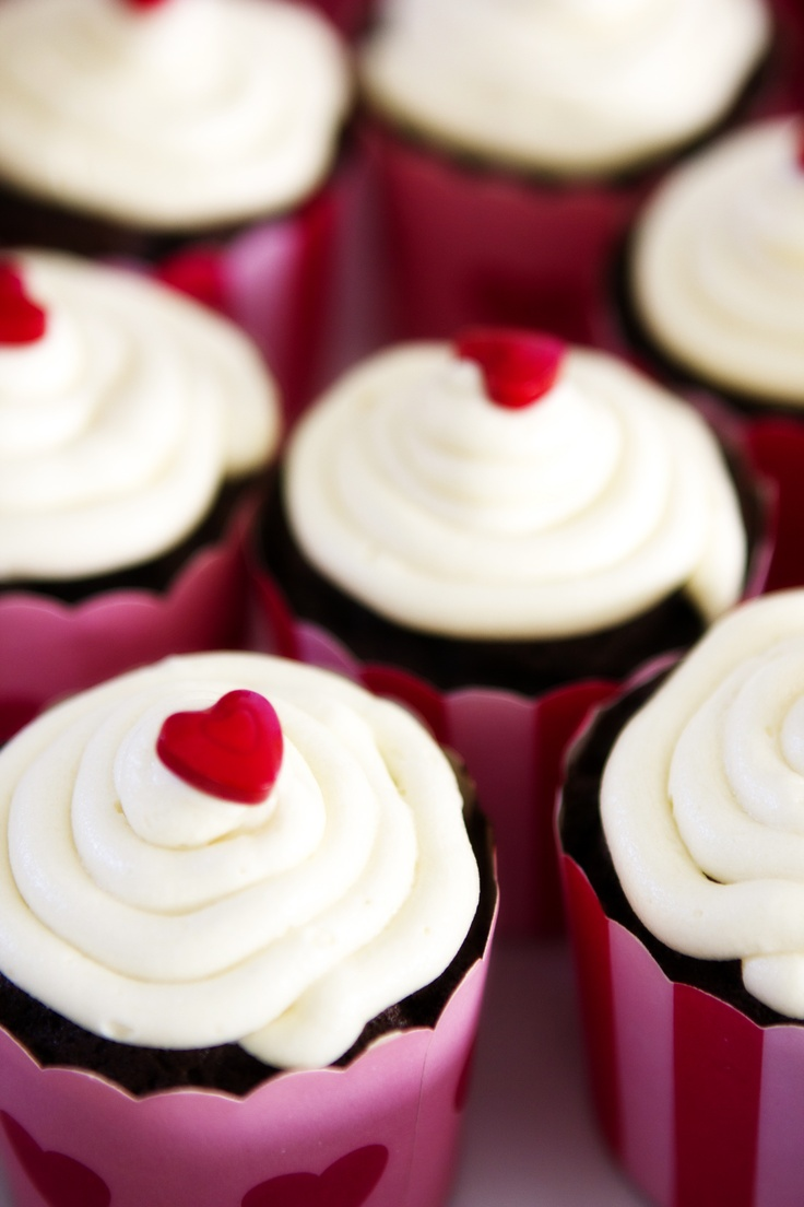 Dairy free chocolate cupcakes with vanilla frosting, yum!