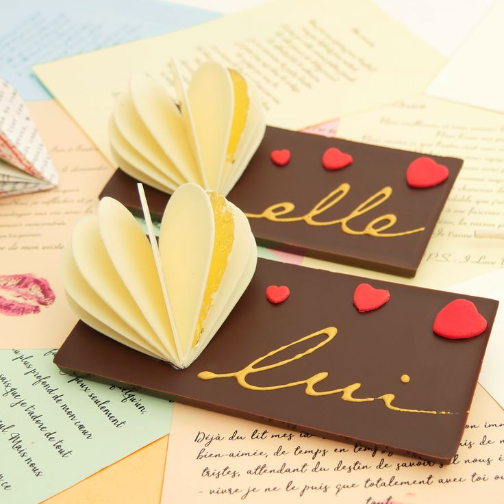 A l'occasion de la St Valentin, nous vous invitons en boutique à déguster notre chocolat « Désir ». L'occasion de participer à notre jeu-concours qui vous permettra peut-être de gagner un cours de fabrication de macarons.  #chocolat #macarons #stvalentin #Valentine'sDay #saintvalentin