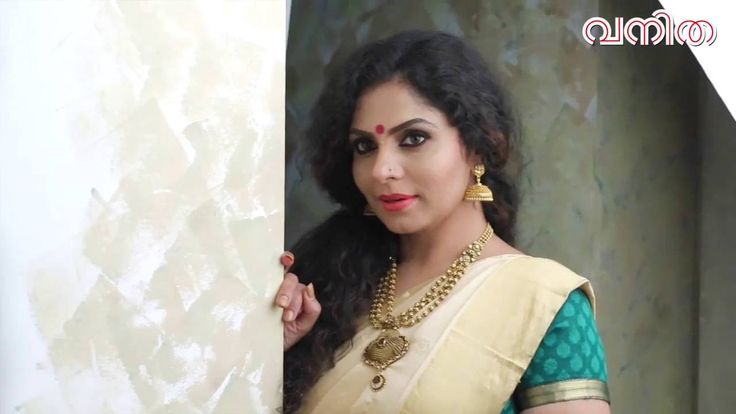 Watch Asha Sharath Vanitha magazine cover photoShoot video August 2016 Edition. Asha Sharath is a Malayalam, Tamil and Telugu actress who started her career via Friday and her recent movies are Pavada, King Liar, Anuraga Karikkin Vellam, Bhagmati.