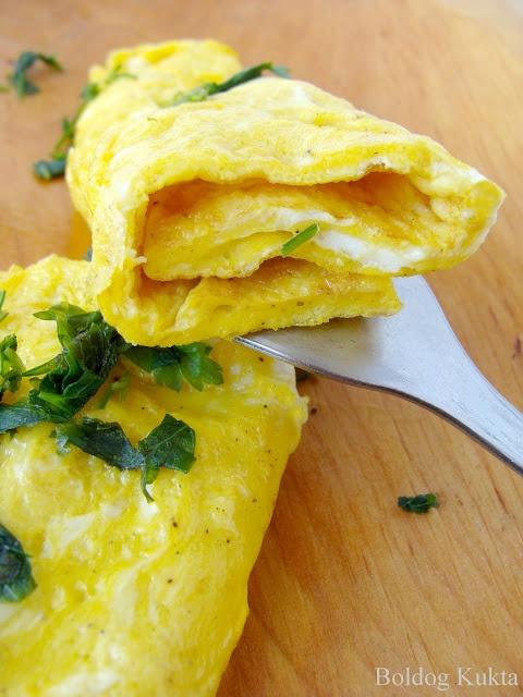 L'omelette brouillée - Rántott omlett http://www.boldogkukta.blogspot.hu/2012/04/julia-child-hete-9-recept-lomelette.html