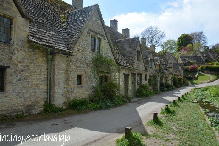 Un itinerario nelle Cotswolds tra case in pietra, prati verdissimi, cream tea e villaggi da fiaba. Con bambini al seguito.