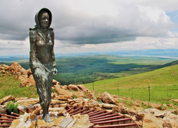 Statue of the Barefoot Lady http://www.n3gateway.com/things-to-do/heritage-tourism.htm
