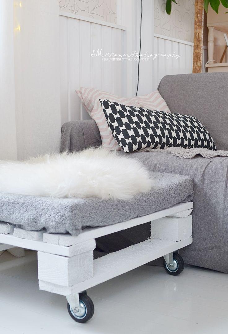 PIKKUPIRTIN // LOTTA: footstool made of pallet