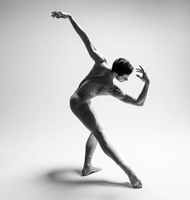 Jacopo Tissi Photo By Alisa Aslanova Dance Poses Bolshoi Theatre Instagram