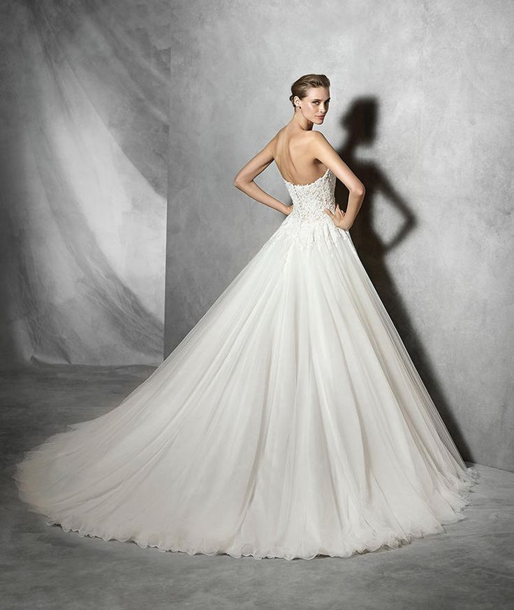 219 best ballgown wedding dresses images on pinterest for Princess style wedding dresses sweetheart neckline