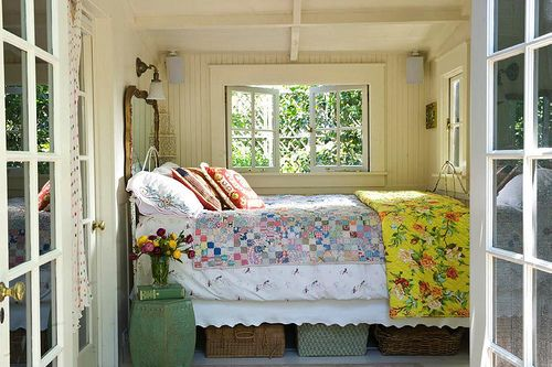 BedroomGuest Room, Tiny Bedrooms, Lakes House, Cottages Bedrooms, Bedrooms Design, Breakfast In Bed, Cabin Bedrooms, Bedrooms Decor, Cozy Beds