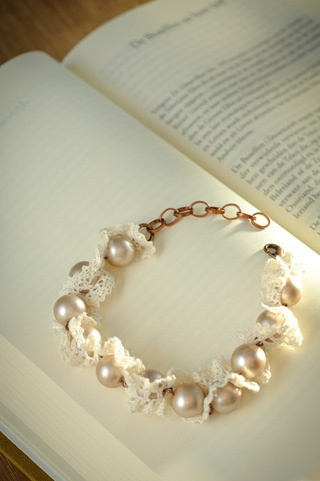 lace and pearls...pretty