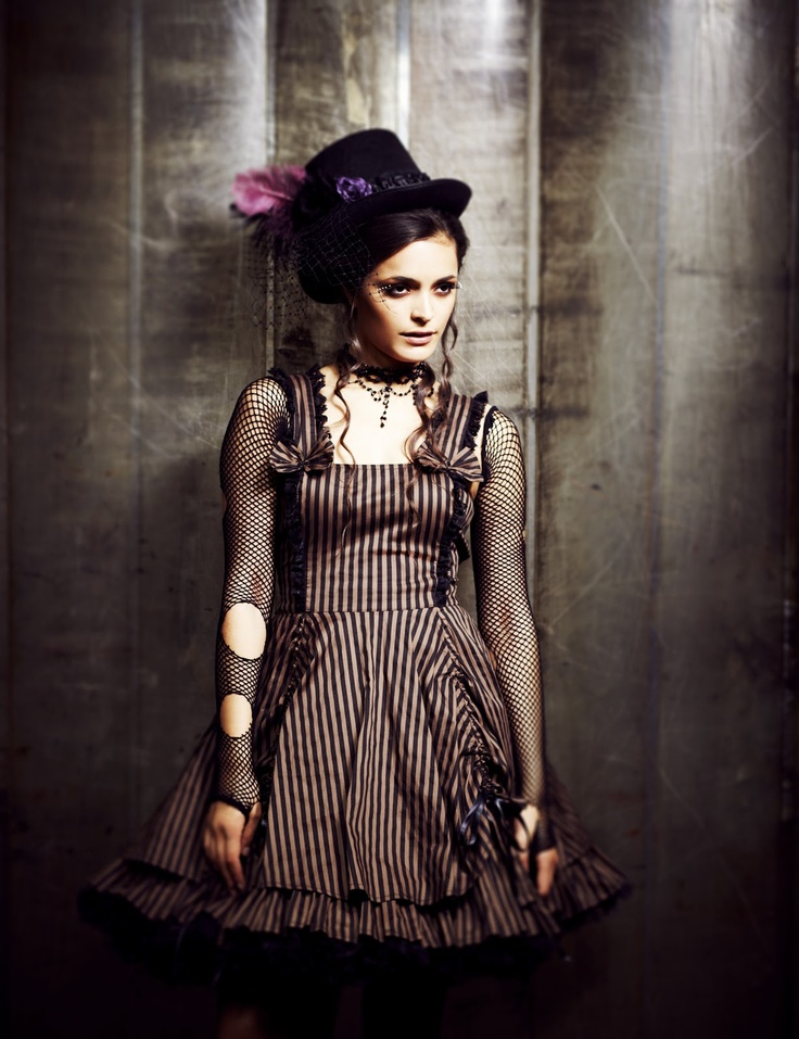 Robe Maya Dress steampunk noire rayée marron, Spin Doctor > JapanAttitude - Lentilles et perruques de cosplay, vêtement gothique, aristocrate, gothic lolita, kawaii, corset...