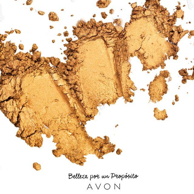 El dorado favorece más a personas con piel más amarilla o bronceada, de esa forma, armoniza y realza tu brillo natural.