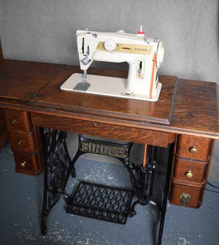 582 best couture mac images on pinterest sewing machines antique sewing machines and treadle. Black Bedroom Furniture Sets. Home Design Ideas