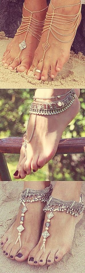 Barefoot for my beach wed. No fancy shoes or heels, just barefoot with this boho foot jewelry. #barefootwedidea