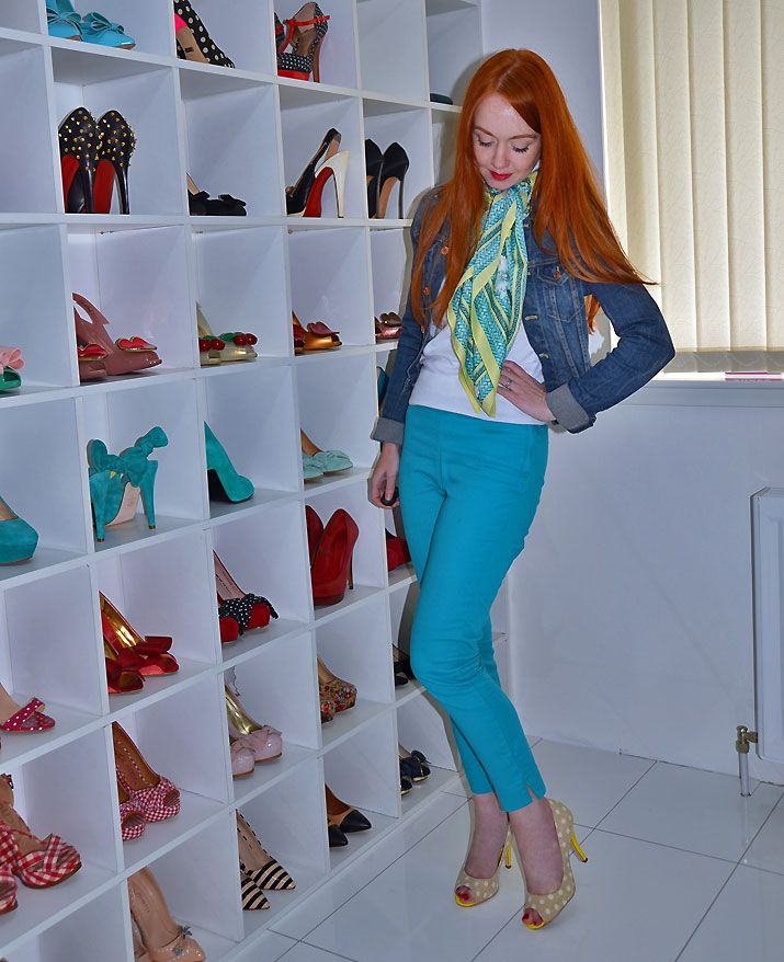 turquoise pants and yellow shoes outfit