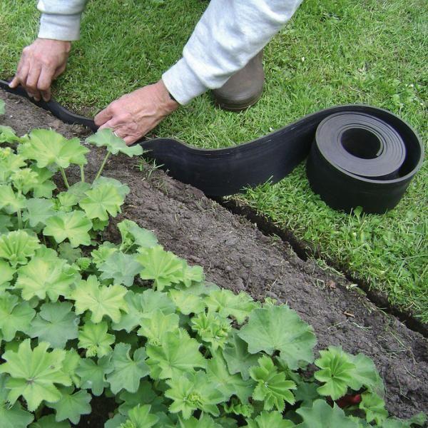 Afboording rubber - gazonafboording - gazon afboorden met rubberen afboording op rol ecologische gazonafboording