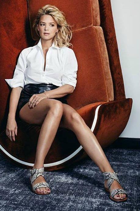 Virginie Efira - Les jambes, pieds et talons hauts vus à la télé et au cinema