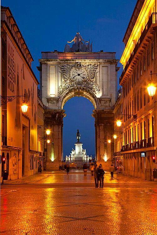 Rua Augusta, com vista do Arco para a Praça do Comércio (Terreiro do Paço), Lisboa, Portugal
