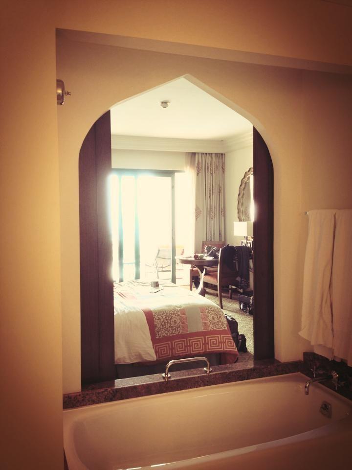 sneak peek kamarnya bubu Sharah yuk! #dBCNinDubai #OriflameGC2013