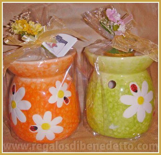 Quemador de cerámica de colores surtidos, incluye una vela y un ramito de flores. #Detalles #Bodas #Wedding #Details