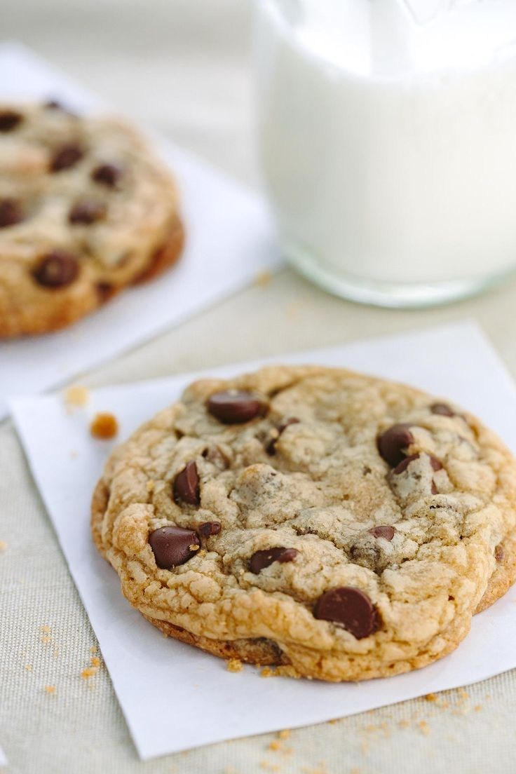 Yummy! The best chewy chocolate chip cookies recipe that makes browned butter soft cookies with crisp edges and plenty of gooey melted chocolate chips.