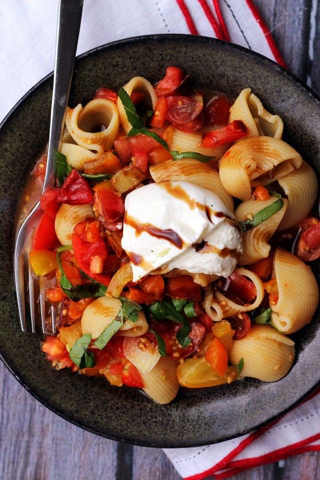 domates ve fesleğen soslu makarna