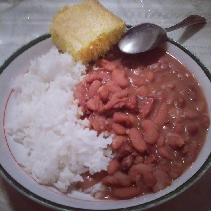 Repost @texastech.givesaheck2018 Kidney Red Beans & Rice is one of my favorite #southern #style #foods !! . . @tech.givesaheck2017 Follow me! . @fatherly_leader Follow Him     #mec #cookinggood #this #mobilemechanic #favorite #dish  #kidney #redbeansnrice #wit #cornbread #heavenlyfoods #mobilemec210 #wherethetechgivesaheck #one #of #mechanics #fav #aleast #myfav # #
