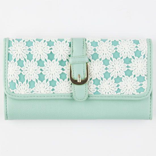 Tilly's Daisy Crochet Wallet
