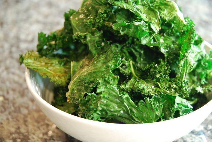 Kale Chips | www.canolaeatwell.com