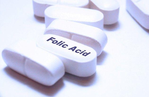 Una de las cosas más importantes que puedes hacer para prevenir defectos de nacimiento graves en el bebé es tomar ácido fólico todos los días, especialmente antes de la concepción y durante el primer trimestre de gestación...  http://www.menudoembarazo.es/antes-del-embarazo/acido-folico-y-embarazo
