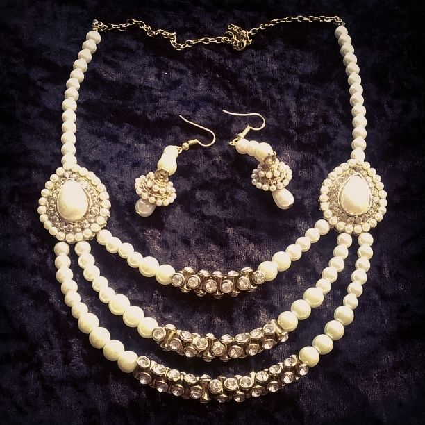 Pearl set available... Hurry up to order...