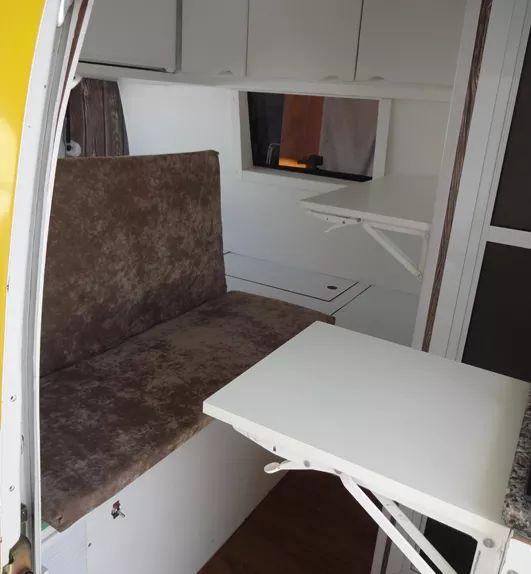 Kombi por fora...quitinete por dentro: painel solar, caixa água 150 l, sanitário portátil, chuveiro, climatizador, geladeira 12V, toldo externo, e muito mais...