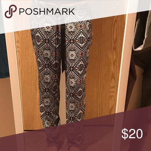 Aztec pants Light fabric. Draw string. Cuffed at ankle. Worn once Pants Ankle & Cropped