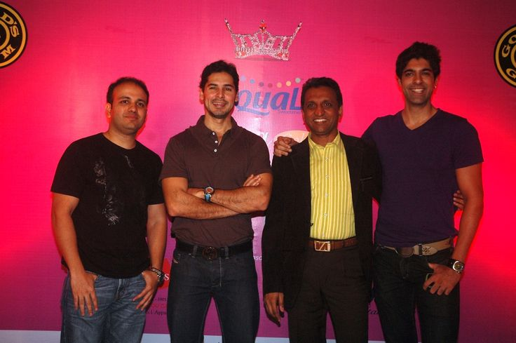 Dino Morea with other imminent personalities of the event. Year 2011 At Gold's Gym Bandra.