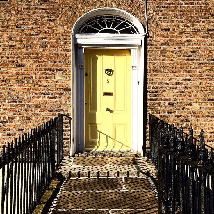 doors of Dublin, yellow door