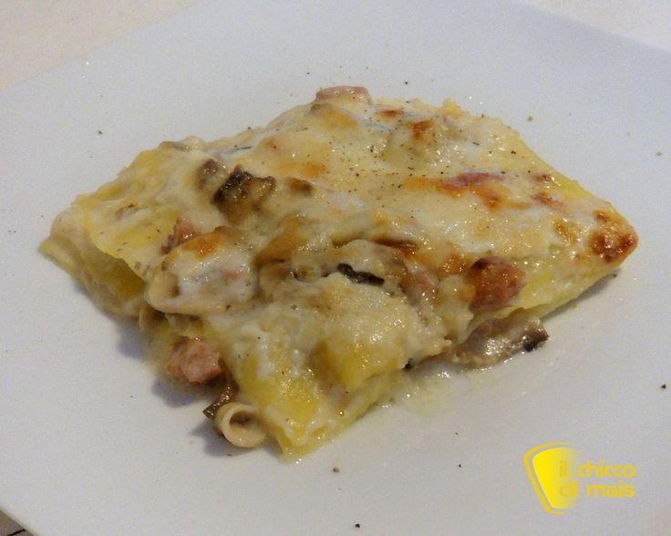 Lasagne bianche con funghi e salsiccia (ricetta primo). Ricetta facile delle lasagne bianche con besciamella, funghi, salsiccia, mozzarella anche glutenfree