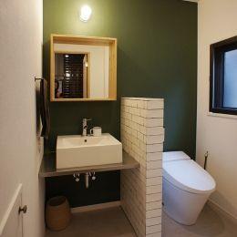 家族が見渡せる広いLDK を! – ROPA -の部屋 2F洗面室・トイレ
