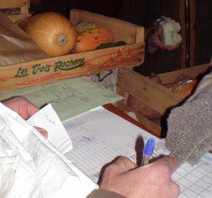 AMAP : distributions des paniers le jeudi soir https://paysdeshurtieres.wordpress.com/2014/01/02/rejoindre-lamap-pourquoi-pas/
