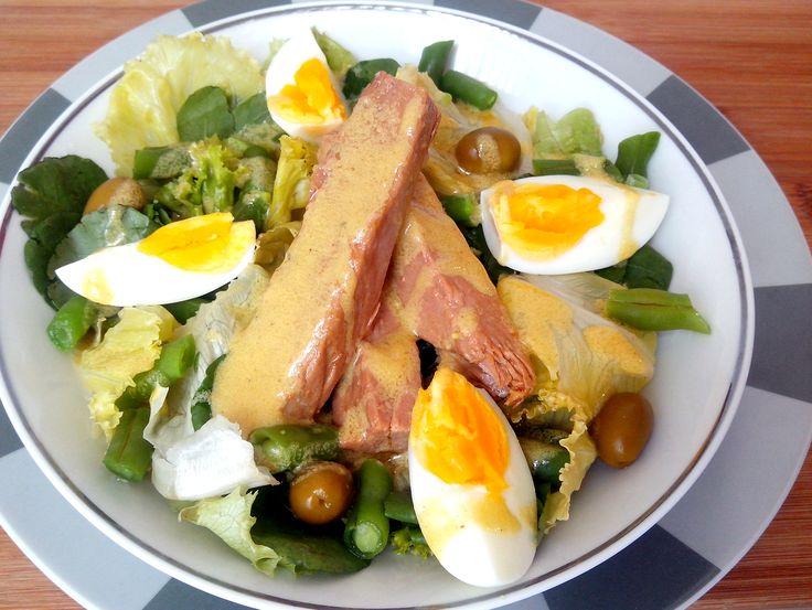 Salada niçoise (alface, tomate, vagem, azeitonas, atum e ovo)   COZINHANDO PARA 2 OU 1