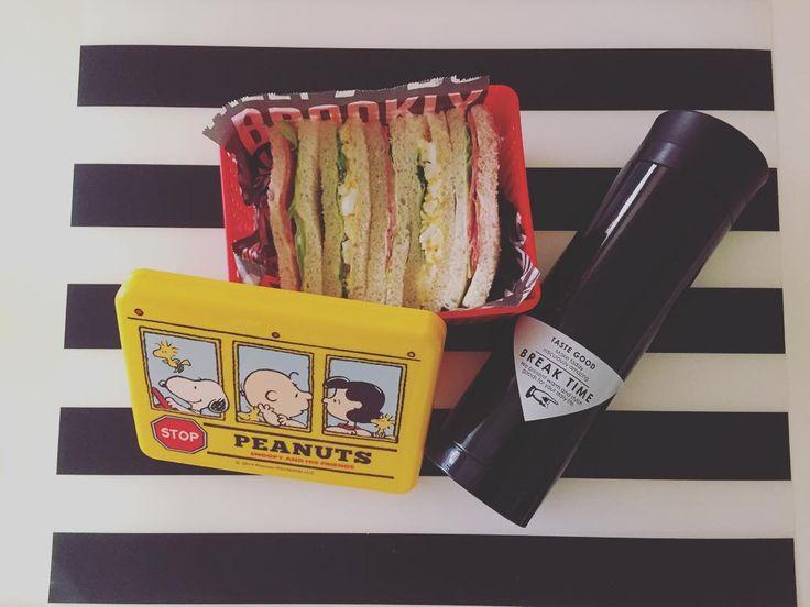 #goodmorning . .  今日のお昼は サンドイッチ持って 行ってきます。 .  新しい水筒買ったし これで冬あったかいの 飲める\( ˆoˆ )/笑 .  さあ、今週も頑張ってきます♡ .  #morning#ママライフ#mama #lunch#lunchbox#スヌーピー #snoopy#水筒#new#ikea#イケア #セリア#seria#100均#ママごはん#働くママ#お弁当#2児ママ#ボーダー#週明け#monday#ig_food#ブルックリン#クッキングシート