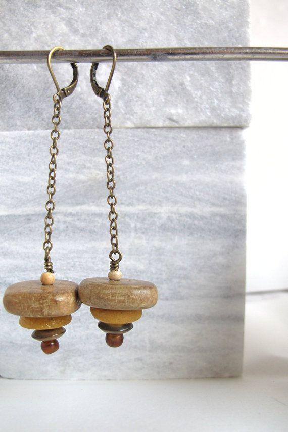 houten en benen kralen aan een metalen ketting door mooisvanme - 10 euro